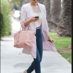 How to combine a light pink handbag-Bag Fashionista