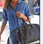 How to combine a dark blue handbag-Bag Fashionista